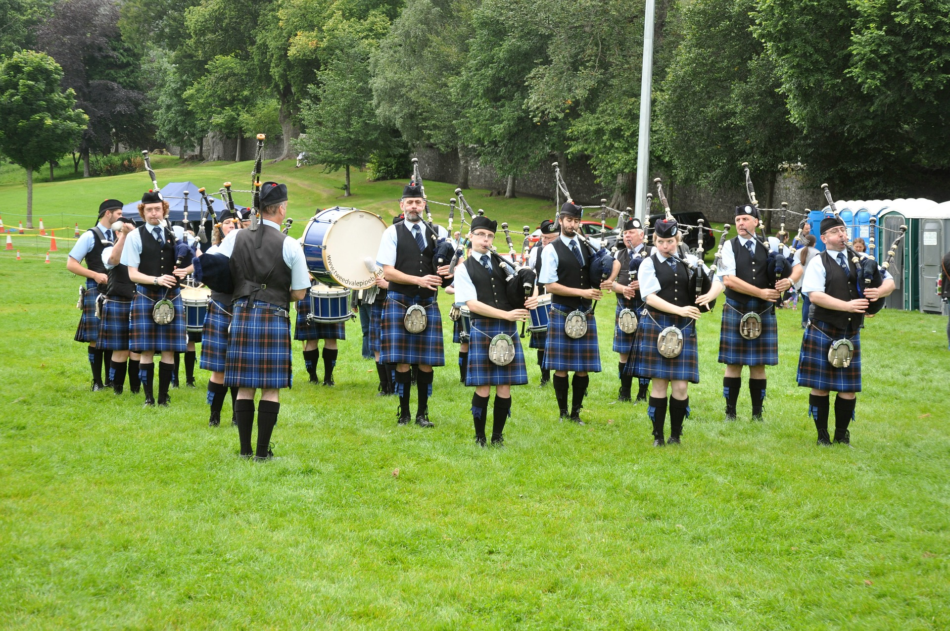 11 pipers piping